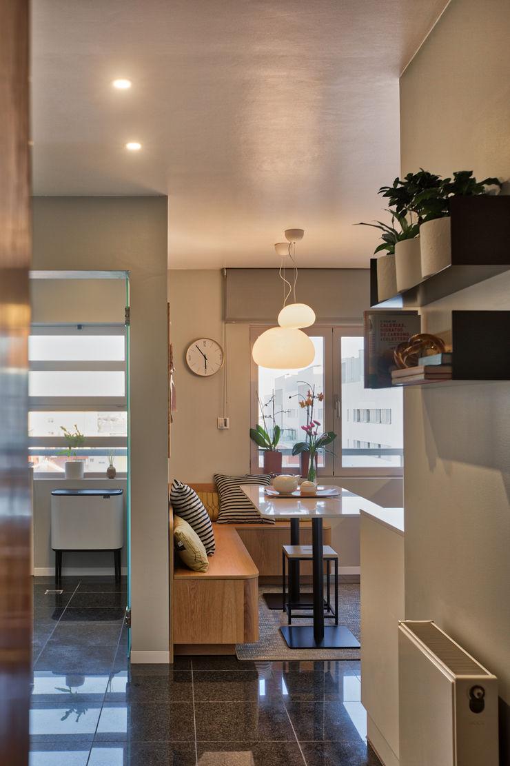 Cozinha ShiStudio Interior Design Corredor, hall e escadasAcessórios e decoração