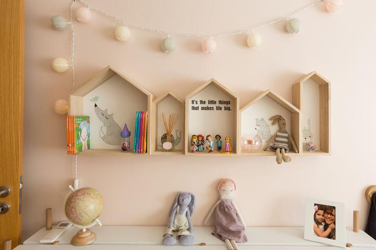 Quarto de menina ShiStudio Interior Design Quarto de criançasArmazenamento
