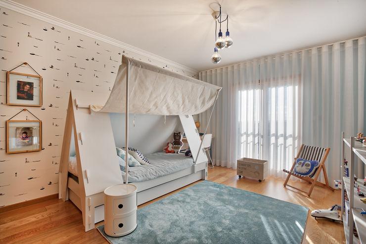 Quarto de menino ShiStudio Interior Design Quarto de criançasCamas e berços