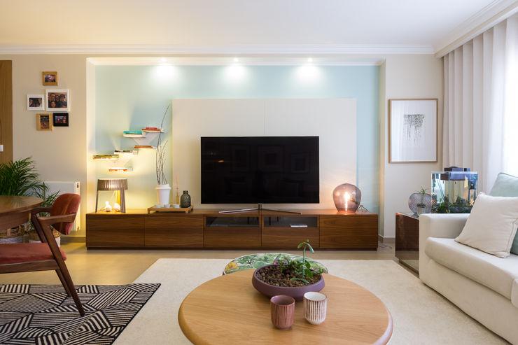 Sala piso 0 ShiStudio Interior Design Sala de estarTV e mobiliário