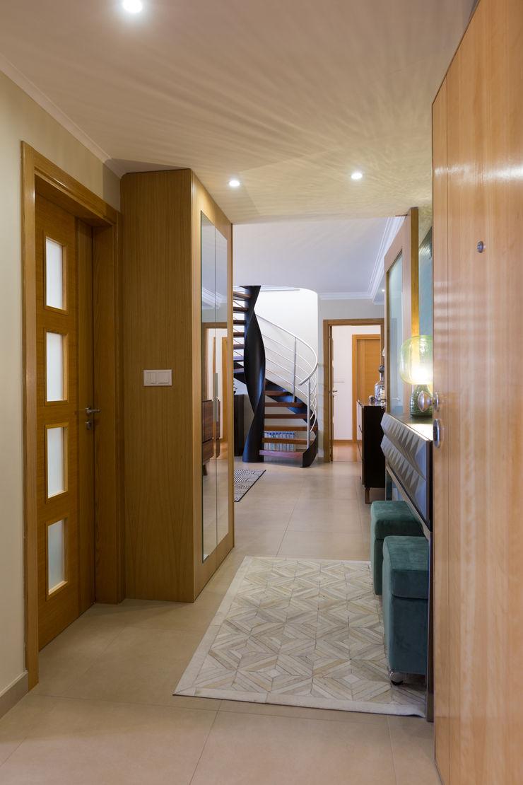 Hall ShiStudio Interior Design Corredor, hall e escadasAcessórios e decoração