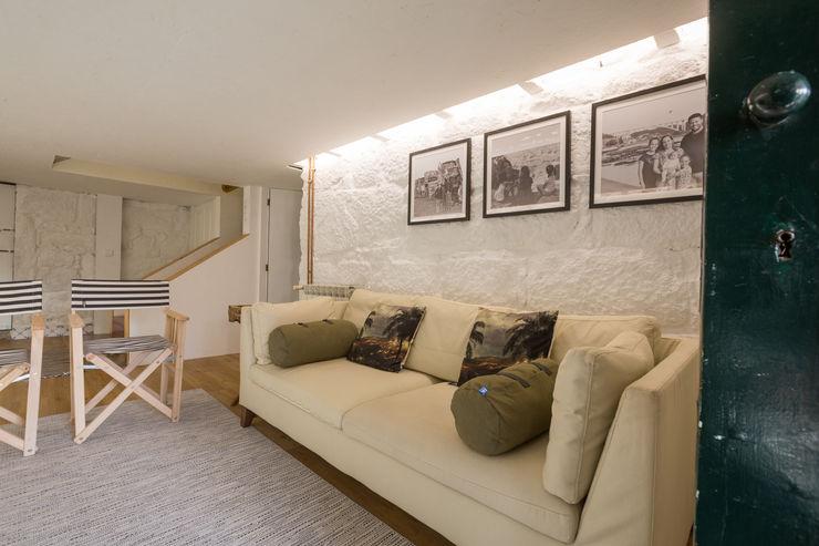 Cave - vivenda em S. Mamede - Projeto de interiores Shi Studio - Matosinhos, Porto ShiStudio Interior Design Sala de estarSofás e divãs Bege