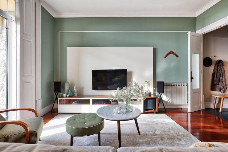 Sala de vivenda em S. Mamede - Projeto de interiores Shi Studio - Matosinhos, Porto ShiStudio Interior Design Sala de estarAcessórios e Decoração