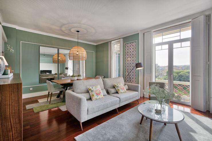 Sala de vivenda em S. Mamede - Projeto de interiores Shi Studio - Matosinhos, Porto ShiStudio Interior Design Salas de estar escandinavas Cinzento