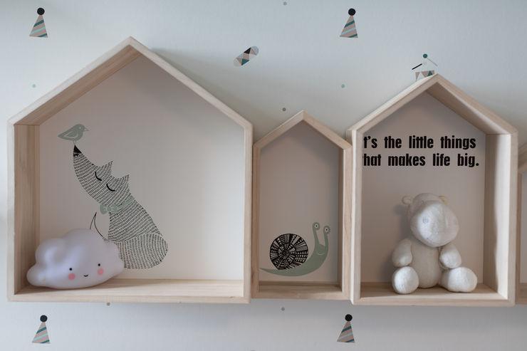 Arrumação quarto criança - vivenda em S. Mamede - Projeto de interiores Shi Studio - Matosinhos, Porto ShiStudio Interior Design Quarto de criançasAcessórios e Decoração