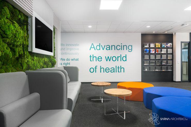 wnętrze biurowe, hol, poczekalnia SARNA ARCHITECTS Interior Design Studio Przestrzenie biurowe i magazynowe
