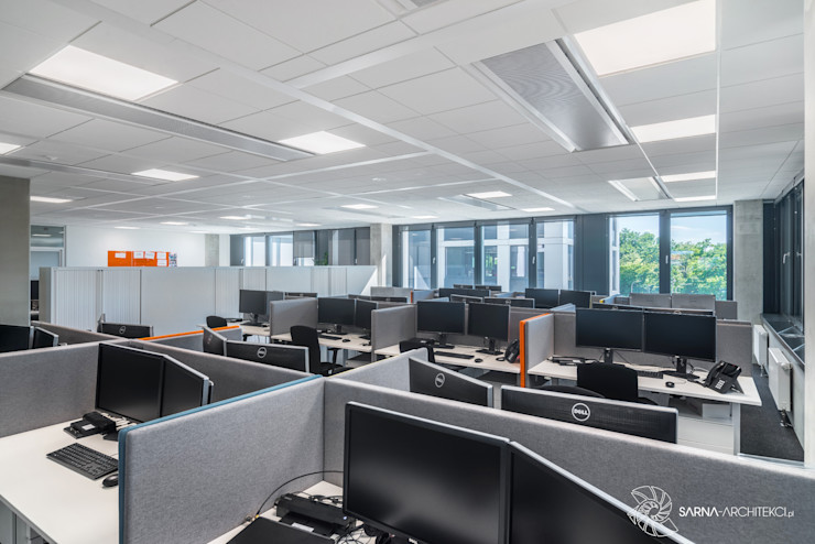 open space biurka, strefa pracy SARNA ARCHITECTS Interior Design Studio Przestrzenie biurowe i magazynowe