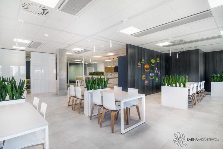 nowoczesne biuro, jadalnia, stołówka w biurze SARNA ARCHITECTS Interior Design Studio Przestrzenie biurowe i magazynowe
