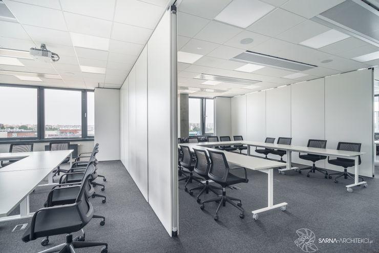 nowoczesne biuro, sale szkoleniowe, sale konferencyjne SARNA ARCHITECTS Interior Design Studio Przestrzenie biurowe i magazynowe