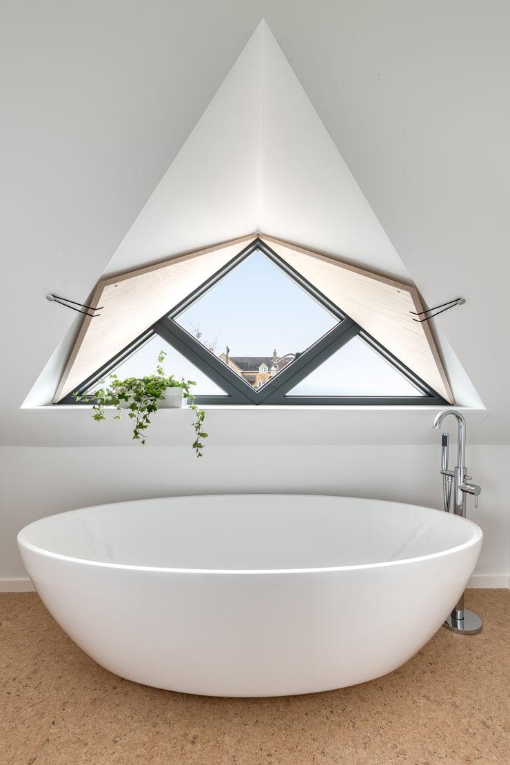 Arts & Crafts House design storey Scandinavian style bathroom