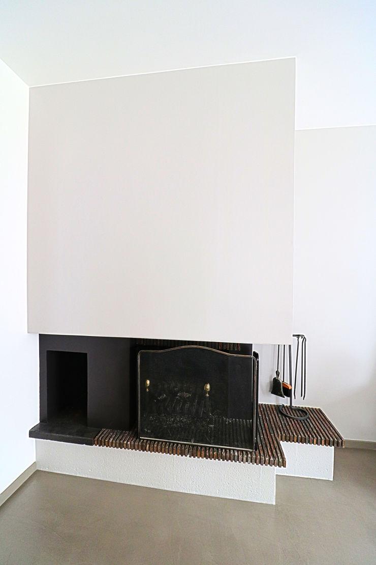 Anne Lapointe Chila モダンデザインの リビング コンクリート 灰色