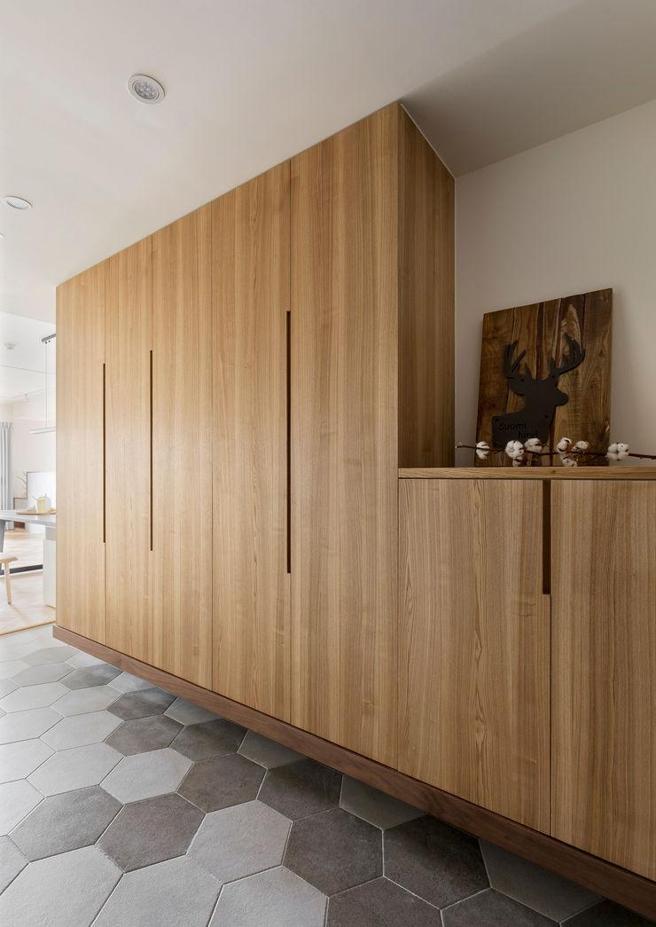 玄關落塵區 邑田空間設計 Minimalist corridor, hallway & stairs Tiles