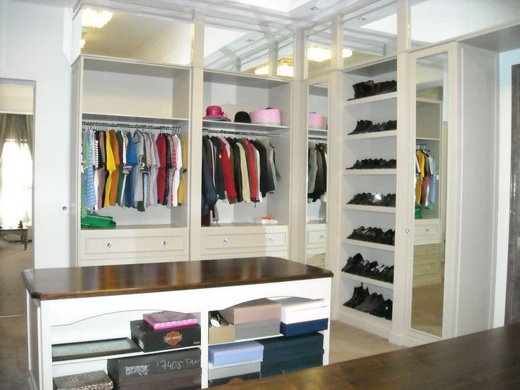 CKW Lifestyle Associates PTY Ltd Phòng thay đồ phong cách chiết trung Gỗ Beige