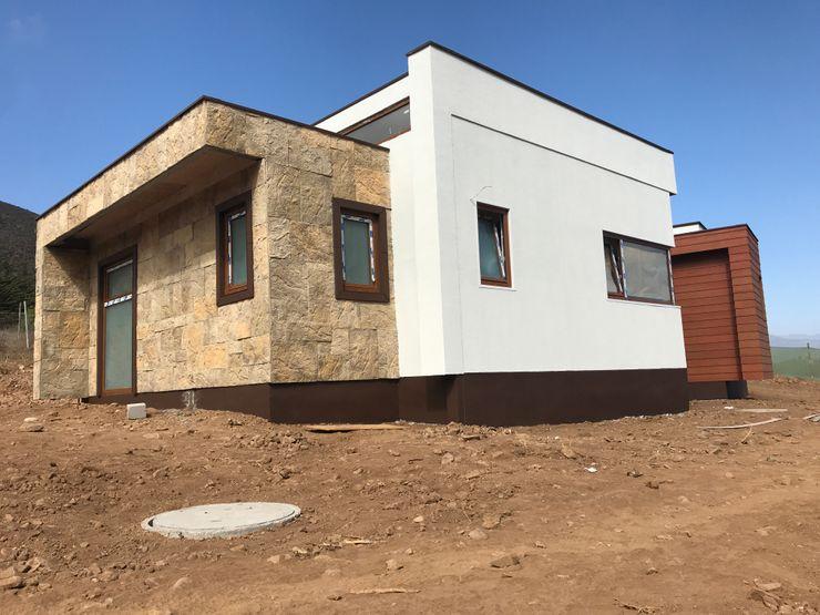 Fachada Principal Vivienda Lt37 Premium 125m2 Fundo Loreto Territorio Arquitectura y Construccion - La Serena Casas prefabricadas Piedra Acabado en madera
