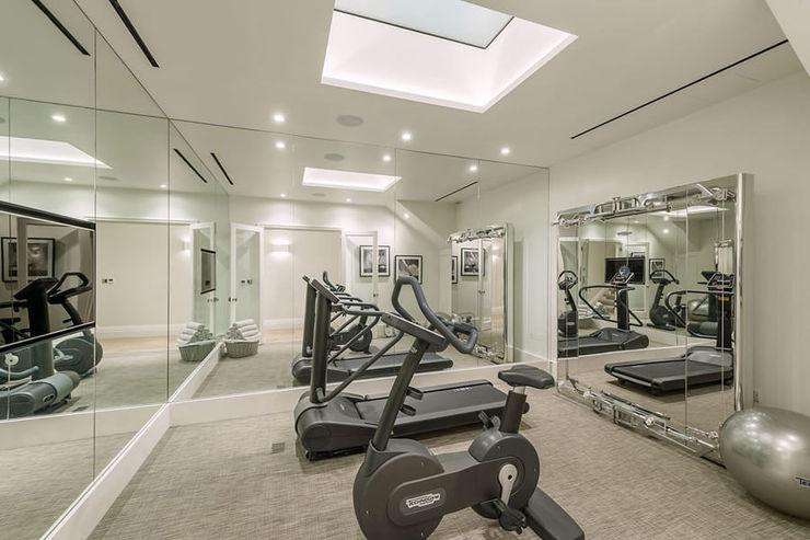 Basement - Gym Conversion SJ Construction London モダンデザインの ホームジム