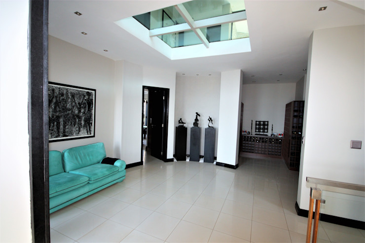 looking into foyer from mid level. Nuclei Lifestyle Design Modern Corridor, Hallway and Staircase