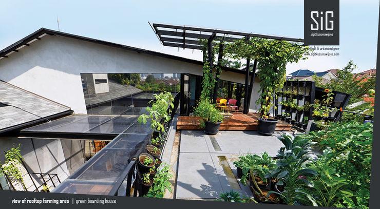 Rumah Beranda - Green Boarding House sigit.kusumawijaya | architect & urbandesigner Pondok taman Besi/Baja Black