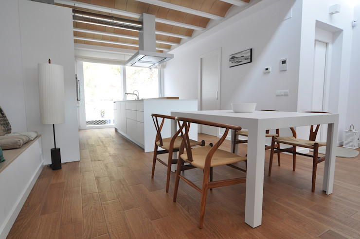 LaBoqueria Taller d'Arquitectura i Disseny Industrial Modern dining room Wood White