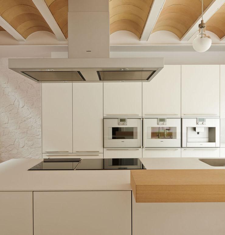 LaBoqueria Taller d'Arquitectura i Disseny Industrial KitchenElectronics Wood White