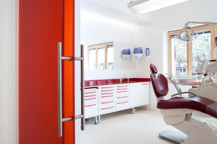 sala rossa M2Bstudio Cliniche moderne