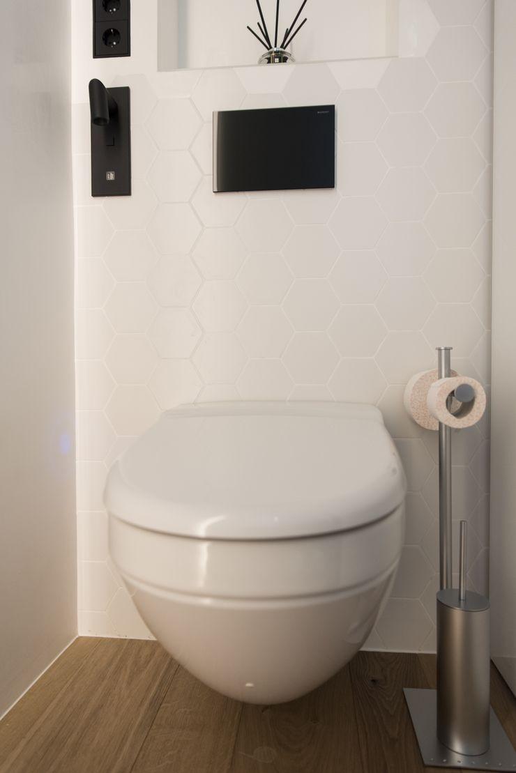 Goian Modern bathroom