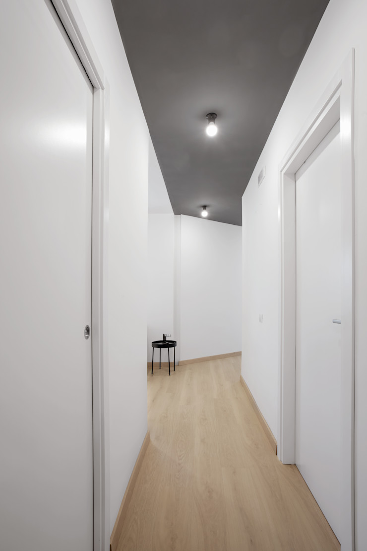 Casa per studenti MAMESTUDIO Ingresso, Corridoio & Scale in stile moderno