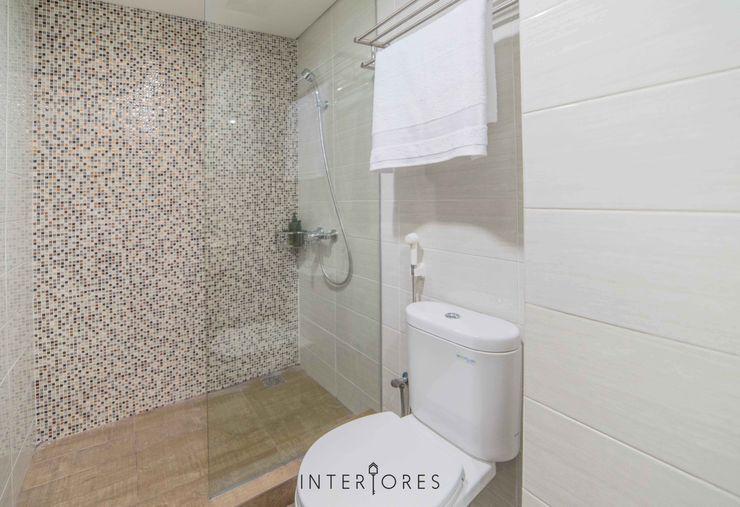 INTERIORES - Interior Consultant & Build Baños de estilo minimalista