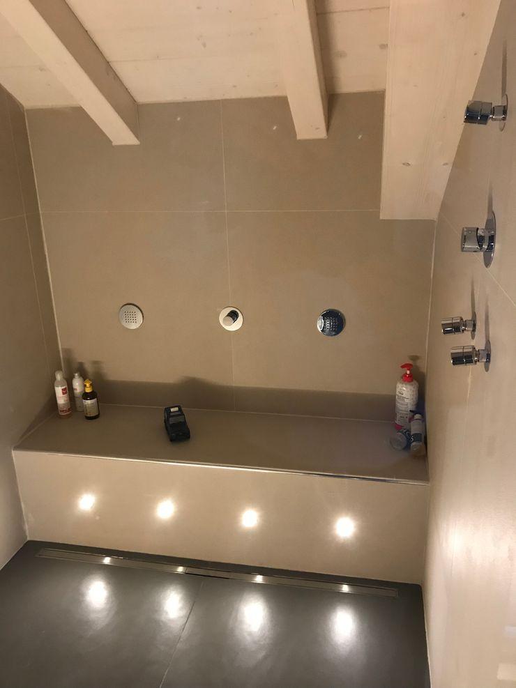 Doccia con idrogetti ed illuminazione a led Cozzi Arch. Mauro Spa moderna
