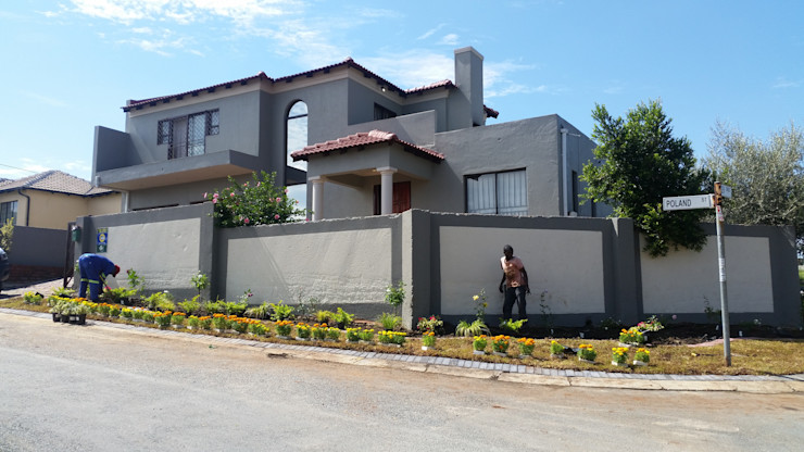 homify Classic style houses
