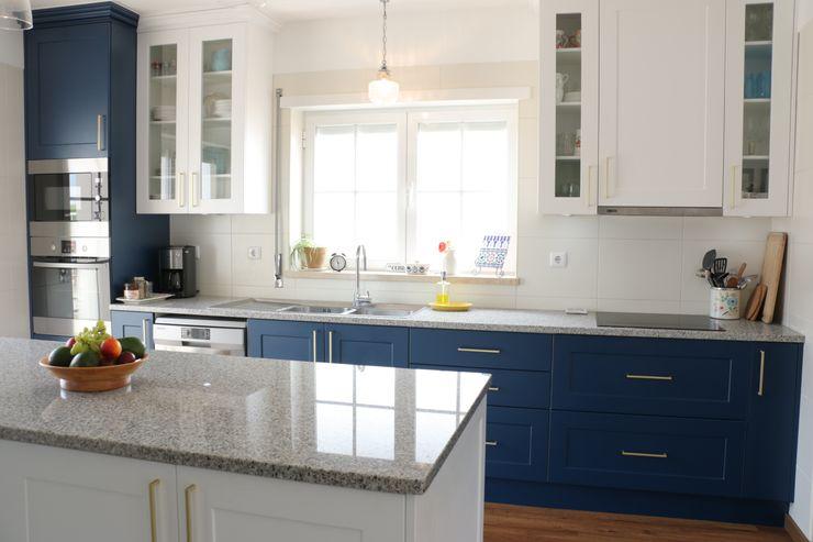 (Not Red) White and Blue Moderestilo - Cozinhas e equipamentos Lda Armários de cozinha Azul