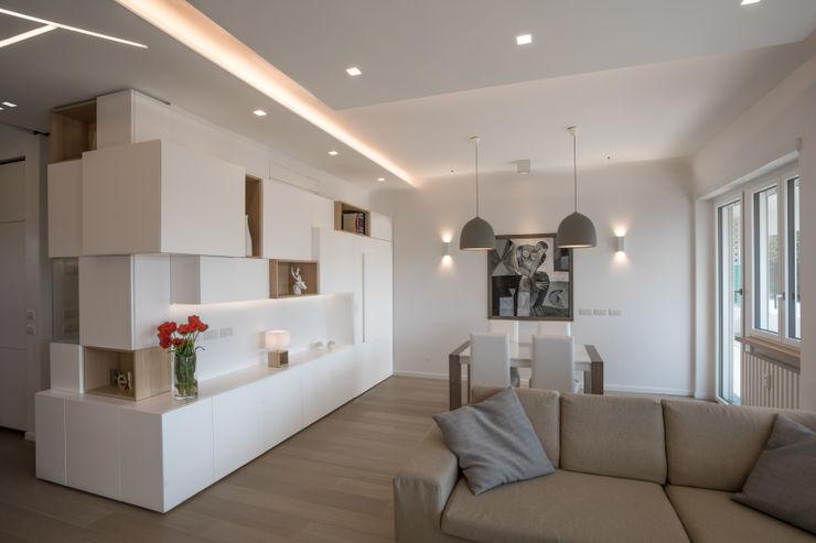 Casa <q>FG</q> bianco scolpito MAMESTUDIO Soggiorno moderno