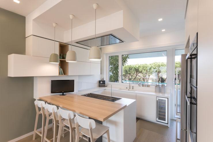 Casa <q>FG</q> bianco scolpito MAMESTUDIO Cucina moderna