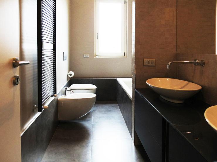 MEL_Appartamento minimal bottegaarchitettonica Bagno minimalista Beige