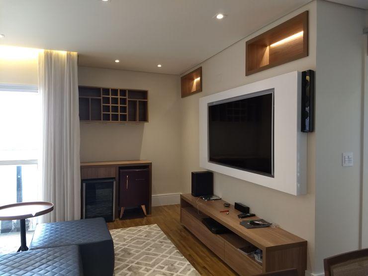 Karen Oliveira - Designer de Interiores ВітальняПідставки для телевізорів та шафи MDF Різнокольорові