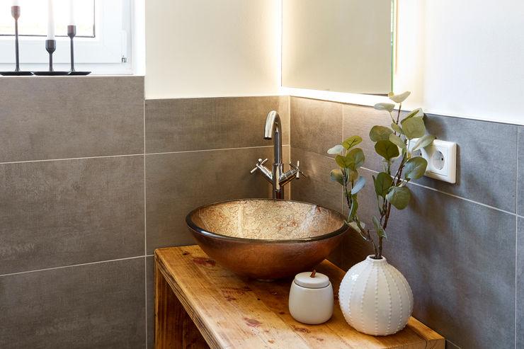 Banovo GmbH Modern Bathroom Wood Amber/Gold