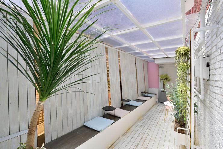 elevation Balcones y terrazas de estilo moderno