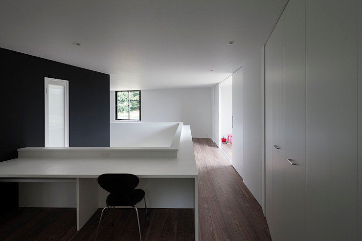 書斎コーナー 石川淳建築設計事務所 ミニマルデザインの 書斎 白色