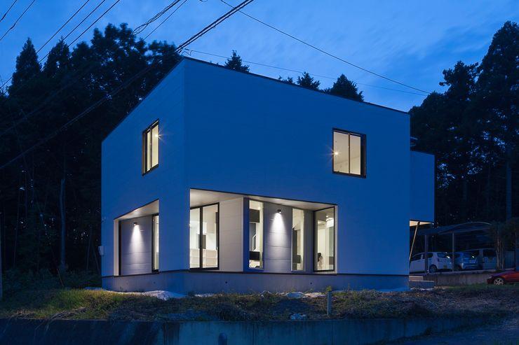 外観夜景 石川淳建築設計事務所 木造住宅 白色