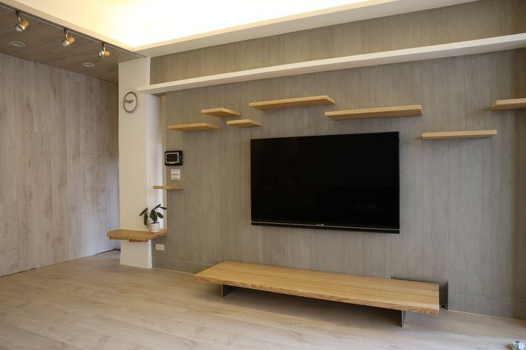 客廳主牆 王采元工作室 现代客厅設計點子、靈感 & 圖片