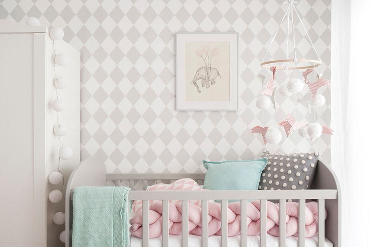 Quarto da Maria Luísa This Little Room Quartos de criança ecléticos