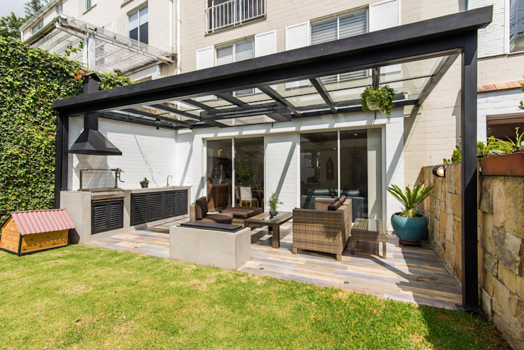 ARCE S.A.S Balcones y terrazas de estilo moderno Aluminio/Cinc Blanco