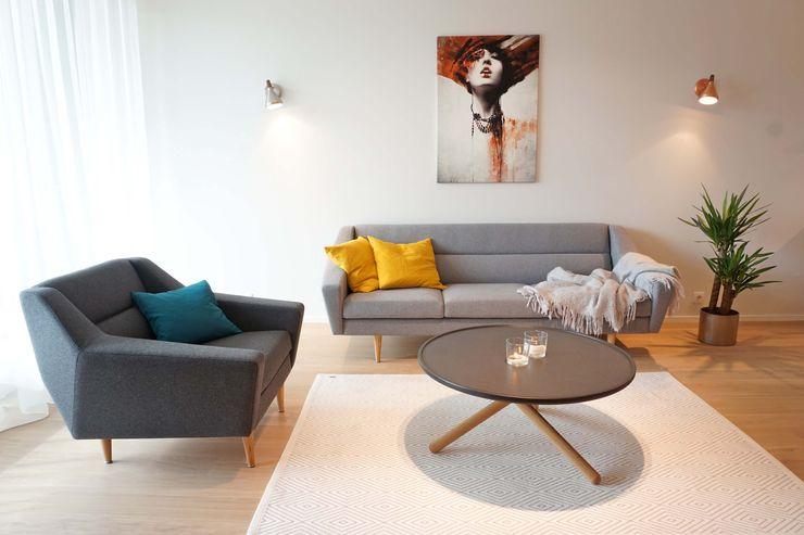Graues Sofa mit Sessel skandinavisch Baltic Design Shop Skandinavische Wohnzimmer Holz Grau