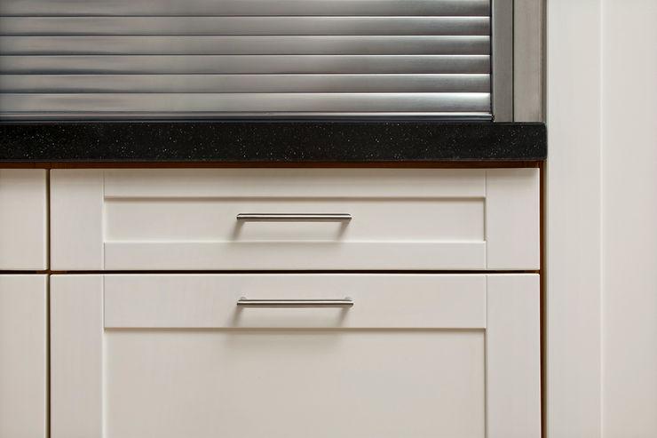 Bau- und Möbelschreinerei Mihm GmbH & Co. KG Built-in kitchens Metal