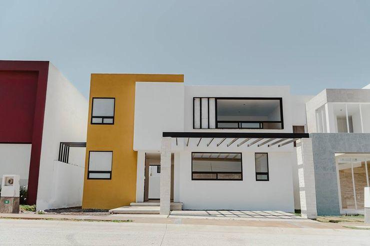 Yatzíl (Otra fachada) homify Casas ecológicas Concreto Blanco