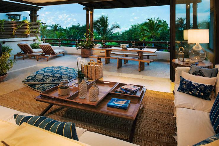 https://www.fotodearquitectura.com.mx/es/fotografia-de-interiorismo-punta-mita-puerto-vallarta-los-cabos/ foto de arquitectura Salones de estilo tropical Compuestos de madera y plástico Acabado en madera
