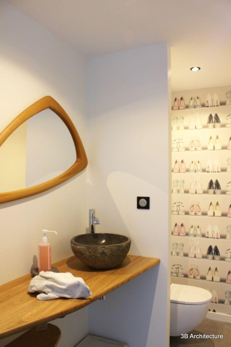 Le sanitaire et son lave main 3B Architecture Salle de bain minimaliste Blanc