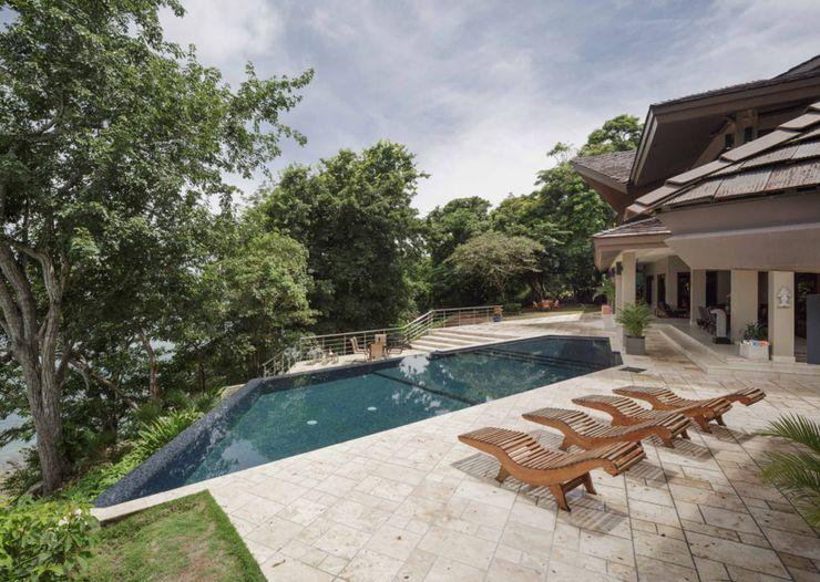 Mallol Arquitectos Modern Pool