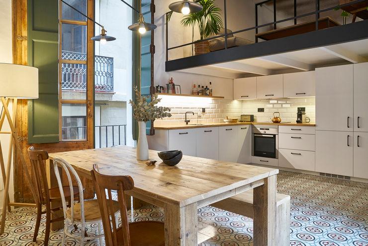 ROSIC APARTMENT Bloomint design Nhà bếp phong cách Địa Trung Hải