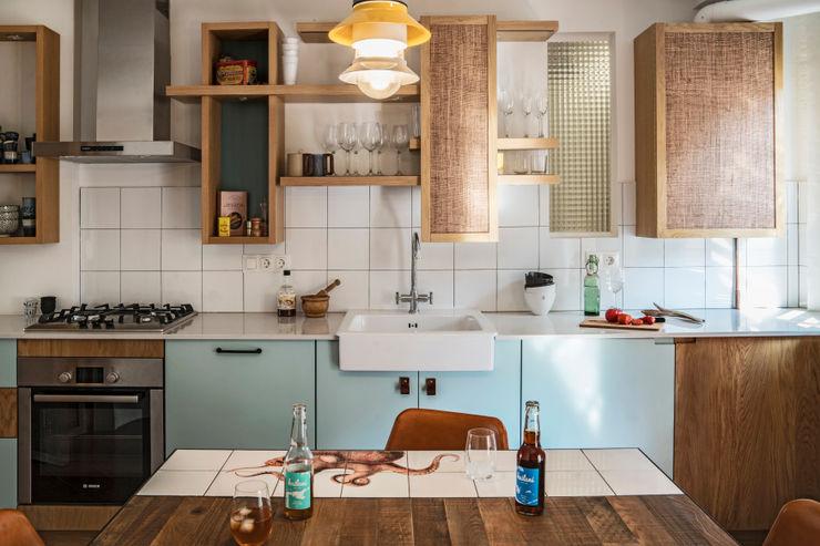 KAILANI HOME OFFICE Bloomint design Cocinas de estilo mediterráneo