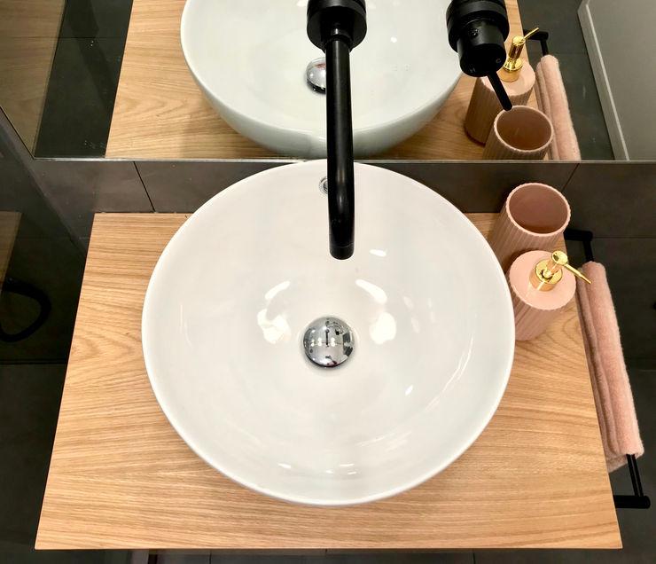 Lavatório de pousar com torneira preta Rima Design Casas de banho escandinavas